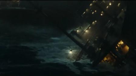 《怒海救援》:这是什么滔天大浪,直接将轮船劈成两半,可怕至极