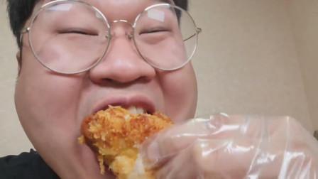 韩国吃货胖哥,吃什锦寿司+炸猪排+章鱼烧+炸虾,吃得太过瘾了