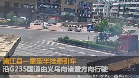 浙江一行人遭大货车撞飞十多米远 连续翻滚数圈奇迹生还