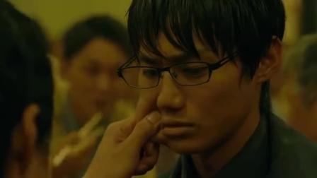 恶魔蛙男:泽村和西野正在吃饭,嫌疑人就在他们对面