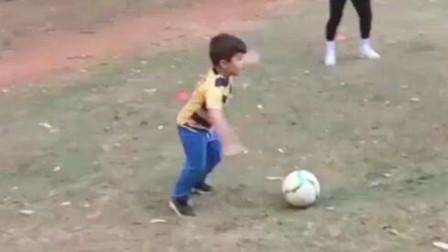 一看就是巴西人带出的孩子:no look pass,抢圈气质拿捏的死死的
