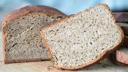 全麦吐司面包最简单的做法,一擀一卷,绵软拉丝,放3天都不会硬