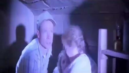 龙卷风暴:龙卷风太厉害,男子带着家人躲进防空洞,但还是遇害了