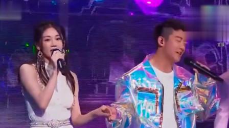 郑恺苗苗结婚,同台牵手表演画面超甜!