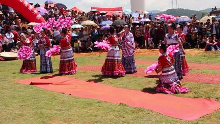 2015年猪街大箐苗族花山节上,来自武定的三位苗族美女