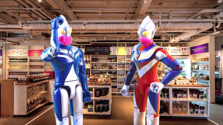 疫情好转可以自由出入啦!迪迦奥特曼戴口罩去超市买零食和玩具