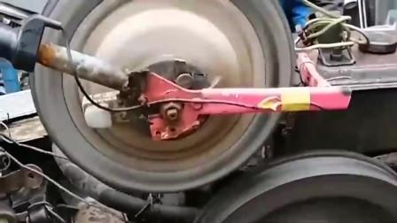 广东大叔用轮轴传动简直绝了,拖拉机都被他发