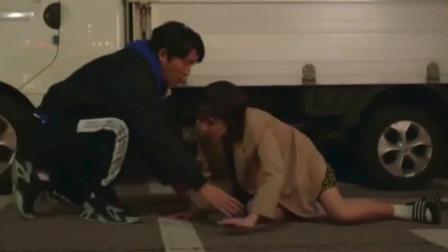 韩剧:张娜拉和妈妈吵架伤心游走,碰巧遇到男主笨拙安慰她!