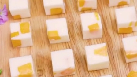 懒人版,芒果和牛奶简直太搭了,做成Q弹的芒果布丁,好看又好吃