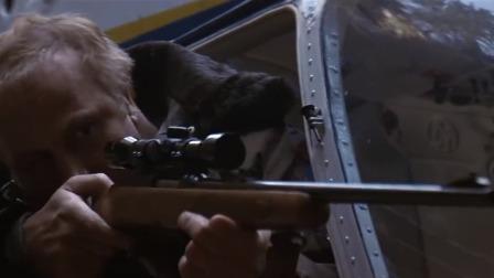 影视:警察拿狙击瞄准退役兵王,谁料兵王用块石头,竟反杀了警察
