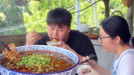 """农村小哥3斤牛肉3斤豆花做1大盆""""豆花牛肉""""麻辣鲜香,大块吃肉过瘾"""