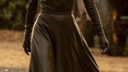 权游里的高庭玫瑰娜塔莉·多默尔新剧,化身暗黑邪神,一出场就疯狂收割灵魂。