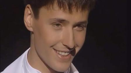 俄罗斯传奇男歌手,盛世美颜演绎邪魅一笑,看过就忘不了!