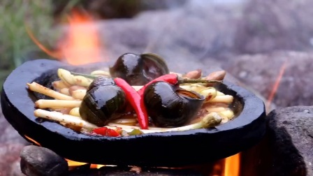 江湖菜是这样烧的,3个大田螺半斤花生芽,很有江湖味道