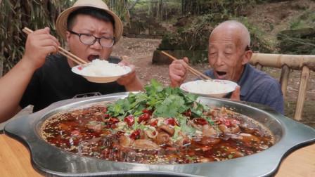 """5斤肥肠,2斤豆花,做一份""""水煮肥肠""""脆爽滑嫩,香辣过瘾又解馋"""