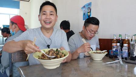 藏在村子里的卤煮店,15块钱一碗,大碗面8块钱,量太大了