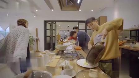 朋友请听好:海涛在线制作寿司,何炅提前预定,千玺一旁看呆了