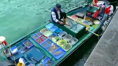 香港水上海鲜市场,各种鲜活海鲜,比脸还大的鱿鱼看的我直流口水