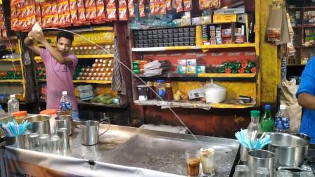 印度小哥秀技卖咖啡,轻松月入几万元,游客:这操作简直666
