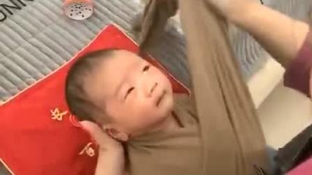 布条包着小宝宝,太可爱了