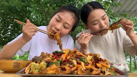 秋妹请姐姐吃干锅黄辣丁,炸的金黄酥脆,嚼在嘴里真爽