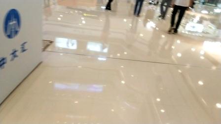 万达广场电梯间(4F按不了)