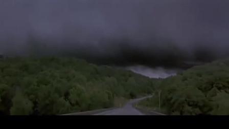龙卷风暴:风暴造成伤亡,女主很镇定,安慰大家不要恐慌
