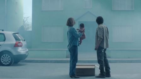 小两口买了套奇怪的房子,还免费送了个婴儿,一部科幻悬疑片