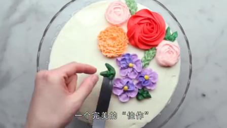 """想要蛋糕上的漂亮花朵?只要一个""""裱花嘴"""",轻松一挤就成型"""