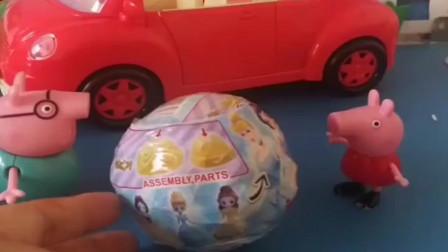 小猪佩奇玩具:猪爸爸给佩奇买了个玩具,佩奇很高兴,就把玩具组装起来了