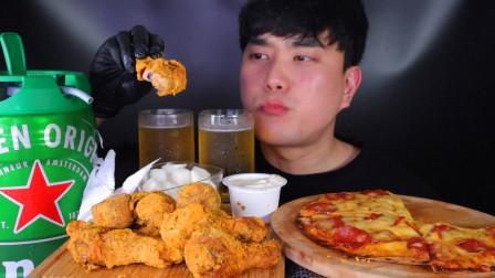 韩国吃播帅小哥,炸鸡配啤酒,外加自制的芝士香肠披萨!