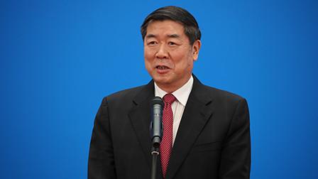 何立峰:中国经济有实力 有能力克服当前的困难