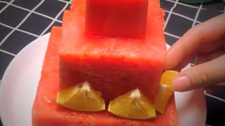 给同事做个生日蛋糕 用西瓜当底座怎么样 肯定特别惊喜吧。
