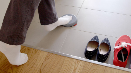 日本人在屋里喜欢脱鞋,但是有脚臭咋办?方法其实很简单!