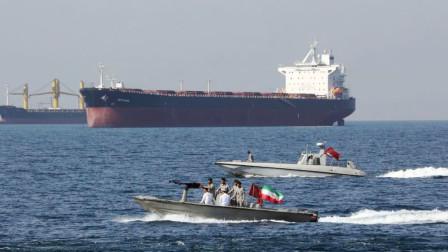 大批远程火箭炮出动!油轮被彻底击沉,对美军的警告终于发出了