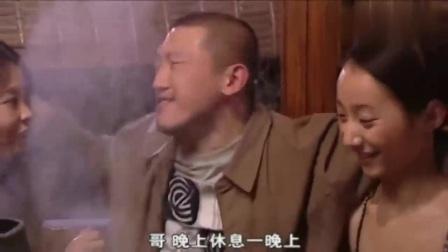 无处藏身两杀人犯高兴的吃火锅殊不知警察悄悄靠近落网一个