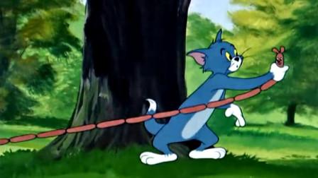 杰瑞将香肠化成自己的样子,汤姆抓住它就跑,仔细一看傻眼了