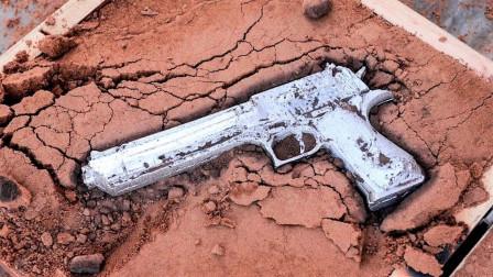 小伙脑洞大开,用铝水制作一把手枪,成品惊艳众人!