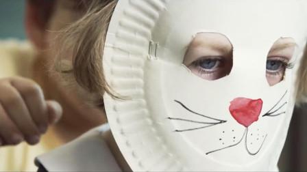 女孩因怪病戴面具遭人嘲笑,当面具被摘下,身边人安静了
