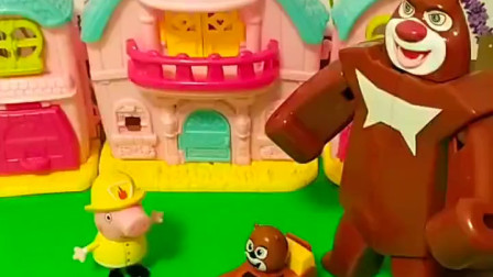 熊大让佩奇照看孩子,小朋友想吃好吃的,佩奇就给小熊大找了