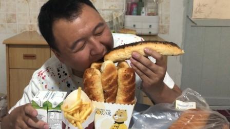 小伙早4根毛毛虫面包,俩盒牛奶外带一份大薯条,首次公开薯条独家吃法