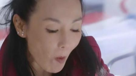 十二道锋味:张曼玉带谢霆锋体验豪华下午茶,是外国女皇同款的,羡慕啊!