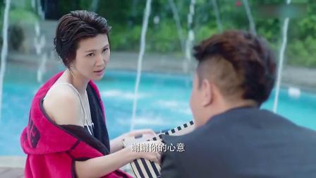美女游泳,一上岸美得如出水芙蓉,总裁亲自给她穿浴袍!