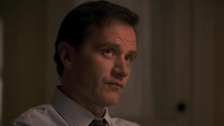 妙警贼探:Peter不断查看细节,心里实在不敢确定,看来还是对Neal挺好的