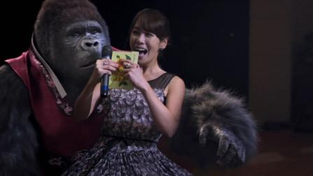 大猩猩上节目和女主持人共舞,一夜间成为超级明星,厉害