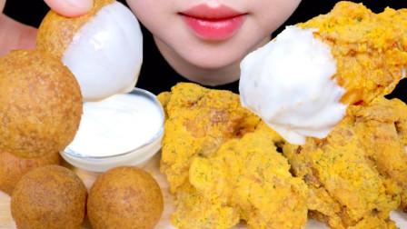 """韩国ASMR吃播:""""BHC芝士雪花炸鸡+芝士球+新鲜奶油"""",听这咀嚼音,吃货欧尼吃得真馋人"""