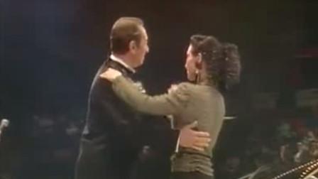 赌王何鸿燊和女儿何超琼共舞  风采倾倒众生