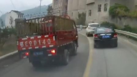 实拍:好任性的货车,这种路都敢超车,你服不服,反正我真是佩服!