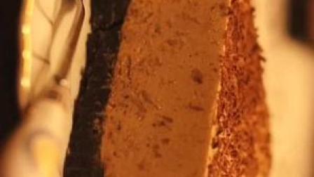 不用烤箱的甜品【摩卡冻芝士】非常适合夏天吃哈,食材清单在片尾处,方便大家截图