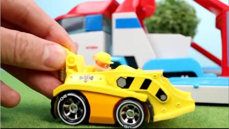 汪汪队玩具故事 :黄色英国斗牛犬小力驾驶着工程车闪亮登场